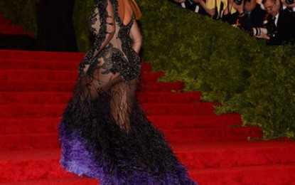 "[PICS/VIDEO] STRUT/FASHION: ""BEY"" IS ELEGANTE AT THE MET IN NYC"