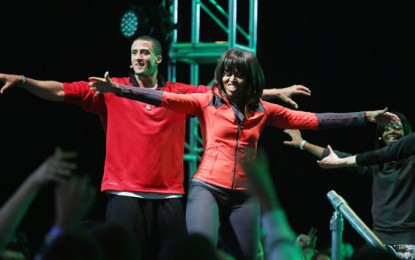 "First Lady Michelle Obama  ""Kaepernicks"" With San Fransisco 49ers Quarterback [PICS]"