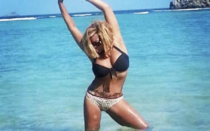 Surfboard! Wendy Williams Channels Inner 'Yonce In Bikini Body Pic